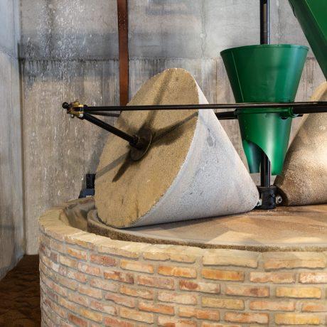 Cicerones-rurales-agroturismo-en-malaga-alhaurin-el-grande-molisur-antigua-almazara-detalle-museo-del-aceite